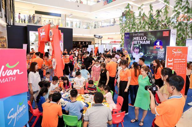 Khu vực trải nghiệm tại ngày hội Sylvan Learning Việt Nam nhận được nhiều sự quan tâm từ phụ huynh và trẻ em