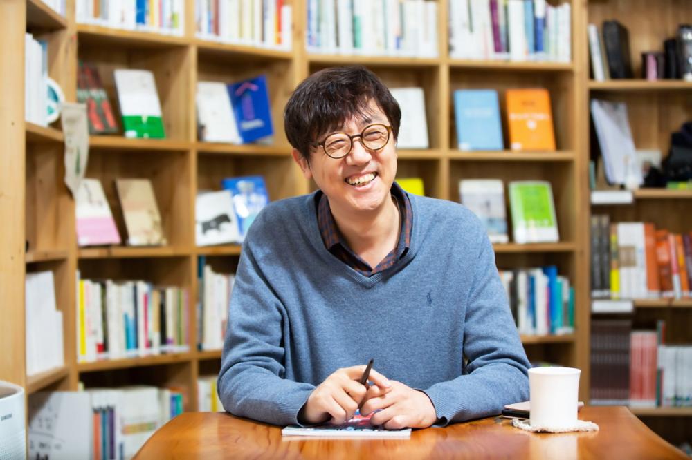Nhà báo Koh Kyoung Tae