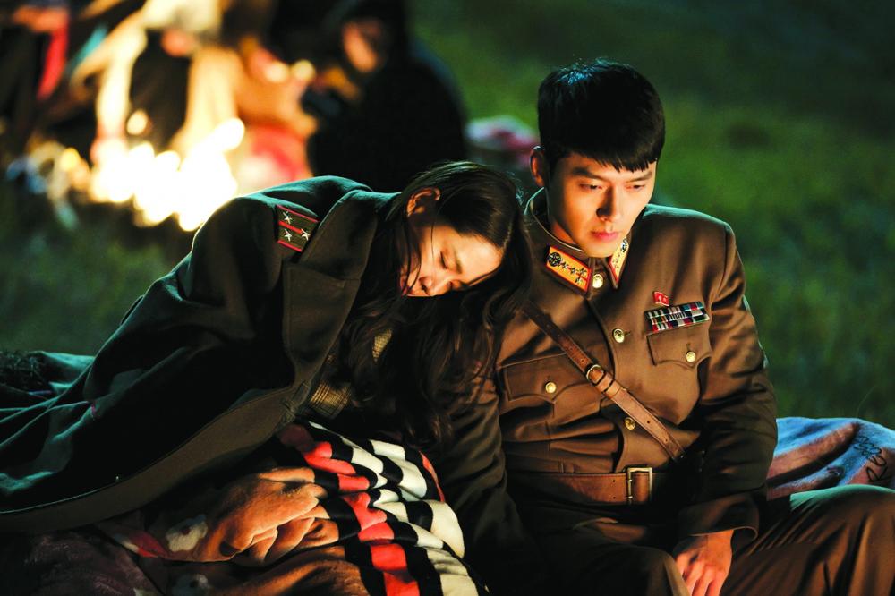 """Cặp đôi """"người tình màn ảnh"""" Son Ye Jin - Hyun Bin trong một cảnh quay lãng mạn ở Hạ cánh nơi anh"""