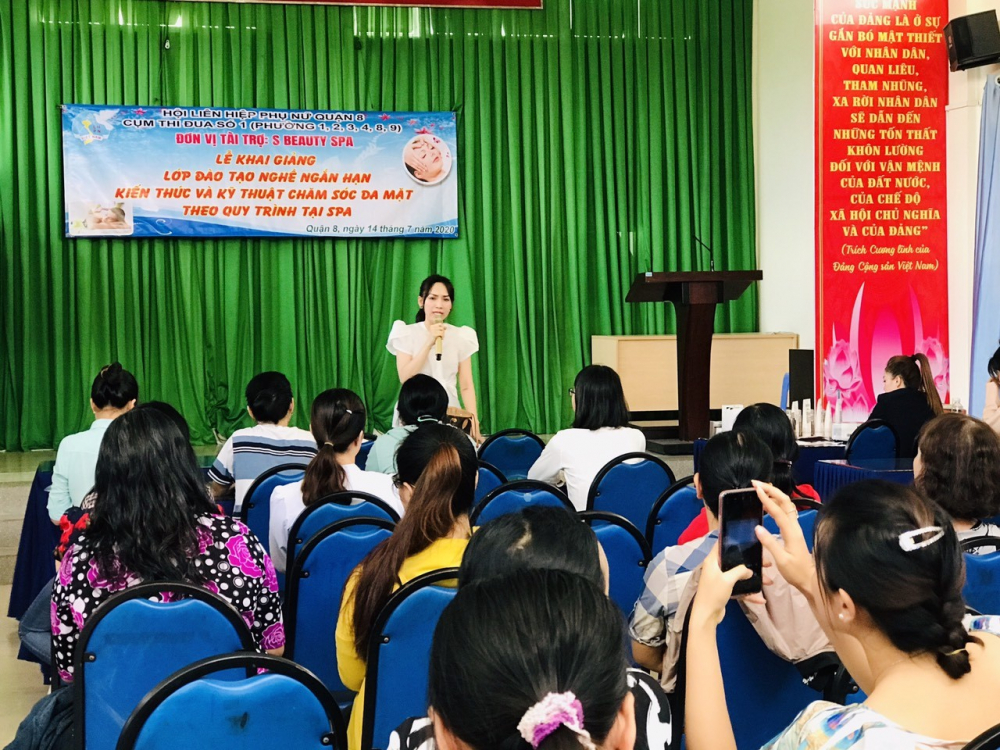 Lễ khai giảng lớp nghề với 30 học viên từ các phường cùng tham dự.