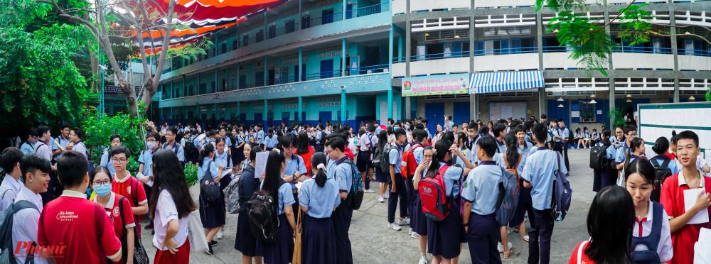Toàn cảnh trường THCS Võ Thị Sáu trước giờ thì tuyển sinh lớp 10