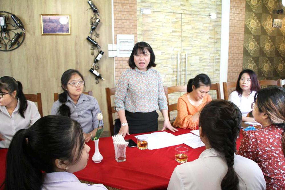 Cán bộ Hội LHPN các quận trao đổi giải pháp tập hợp hội viên
