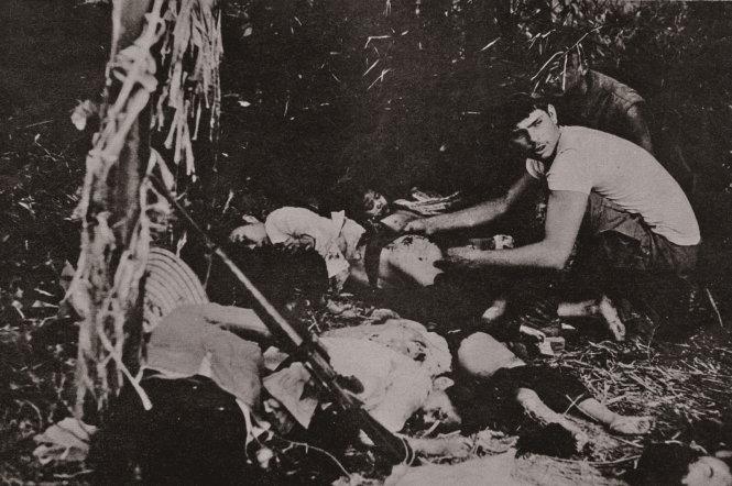 Hình ảnh những người chết trong vụ thảm sát ở Phong Nhất - Phong Nhị trong một triển lãm ảnh nạn nhân chiến tranh Việt Nam của tác giả Koh Kyoung Tae  - Nguồn: Báo cáo điều tra của lính Mỹ.