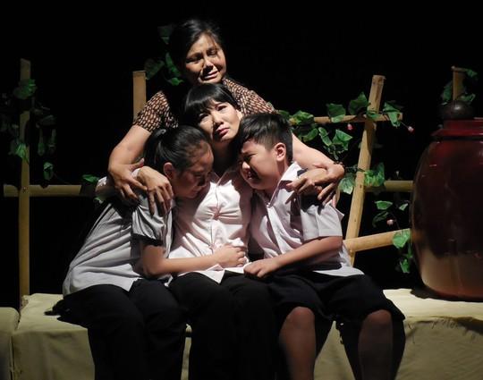 Tình lá diêu bông trên sân khấu kịch nói