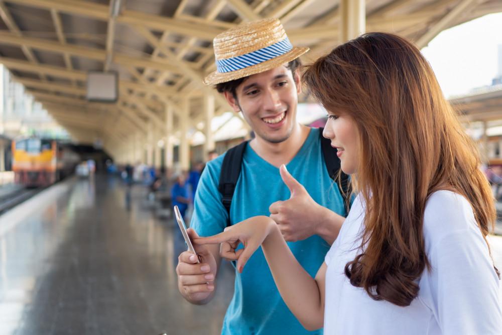 Các trang hẹn hò với nguòi nước ngoài như Vietnam Cupid, Tinder, Badoo, Asiandating… trở nên quen thuộc với bạn trẻ. Ảnh minh họa