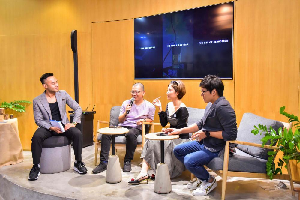 Các thành viên Ban giám khảo trong buổi họp báo cuộc thi ảnh Journeys 2020