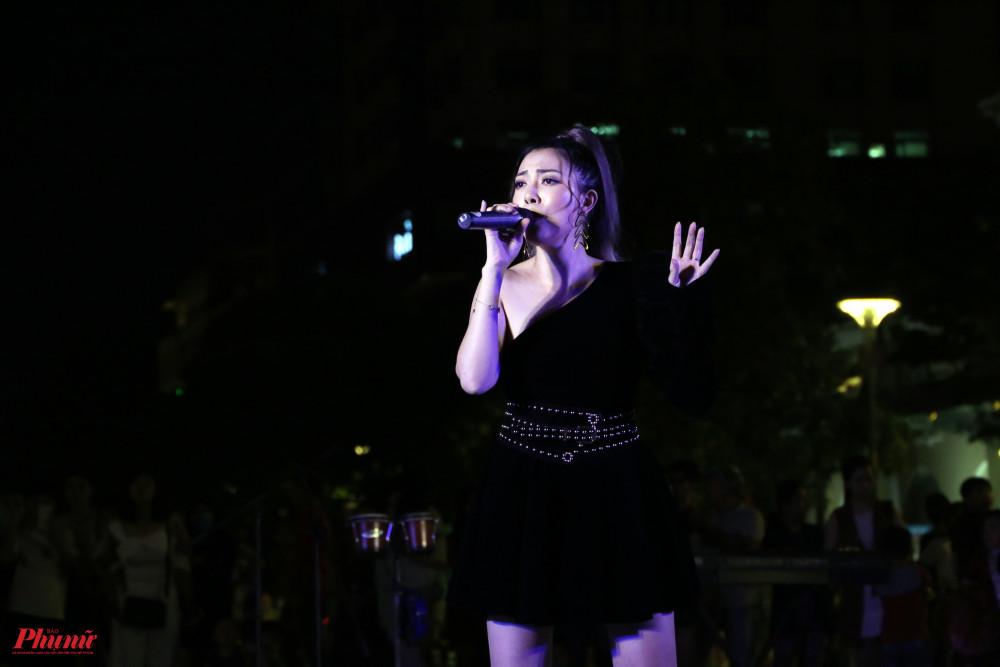 Ca sĩ Tuyết Mai - quán quân chương trình Hãy nghe tôi hát gửi đến khán giả những sáng tác trẻ trung, những màn giao lưu