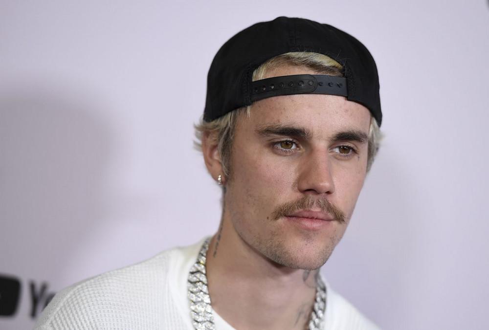 Justin Bieber quyết tìm ra 2 tài khoản tố cáo nam ca sĩ tấn công tình dục.