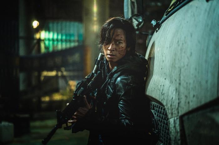 Nam diễn viên Jung-seok trong phim gây ấn tượng với phần hoá thân xuất sắc và vẻ điển trai vốn có.