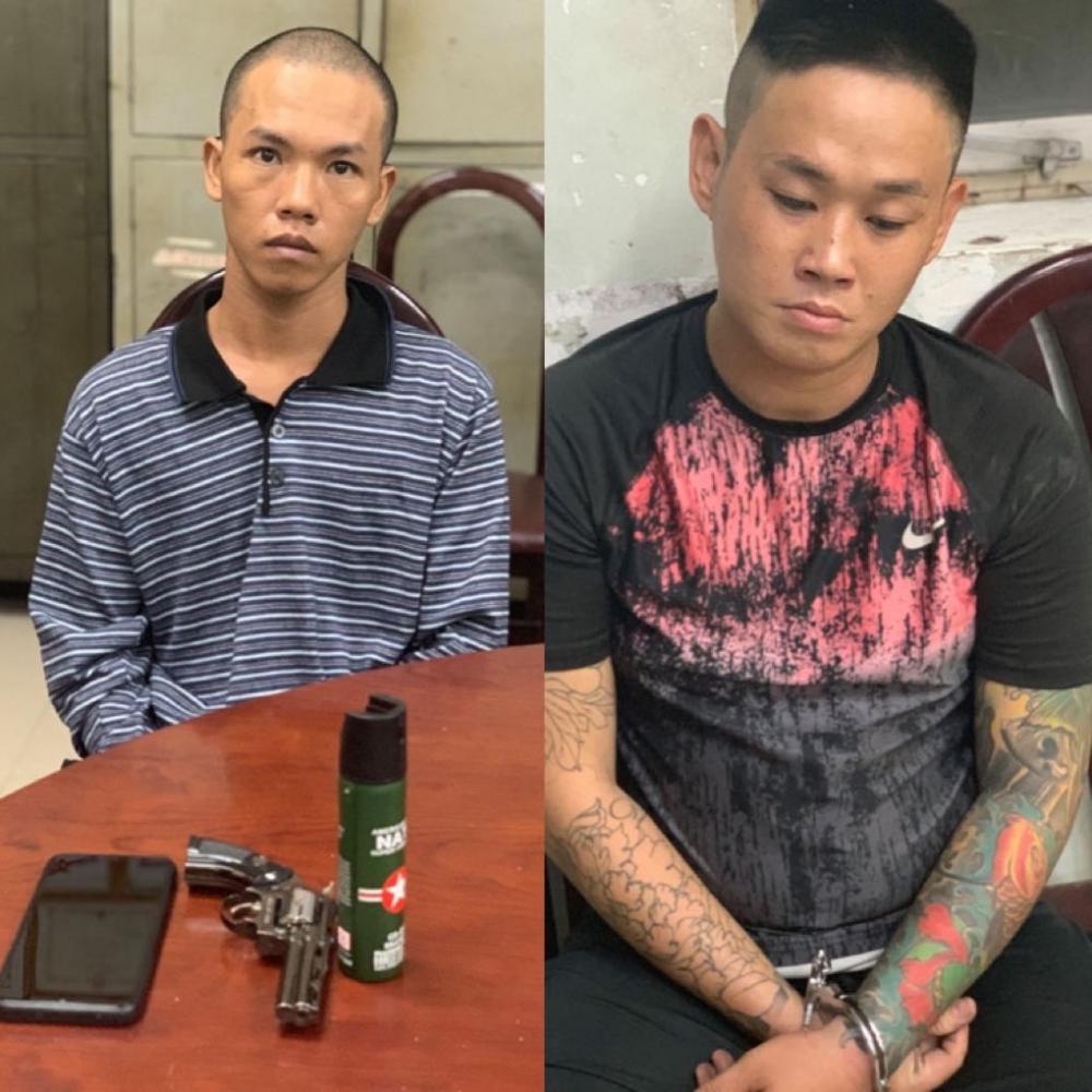 Hai đối tượng cướp giật bị Công an quận Tân Bình bắt giữ cùng tang vật