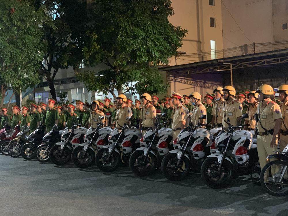 Công an quận Tân Bình ra quân trấn áp tội phạm tối ngày 16/7