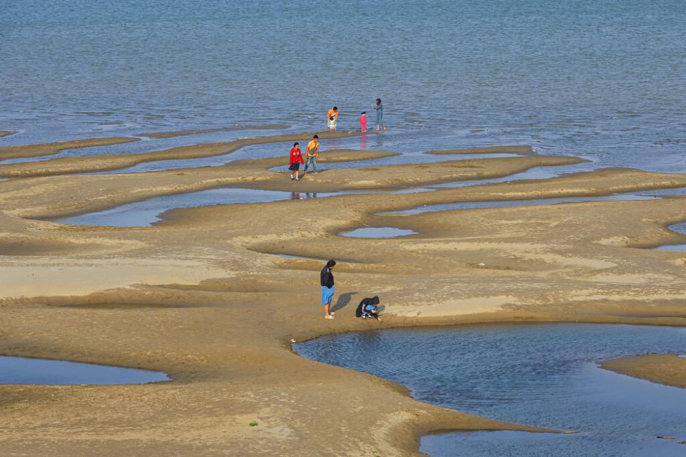 Dòng sông Mê Kông đoạn chảy qua tỉnh Nakhon Phanom của Thái Lan cạn nước vào tháng 12/2019.