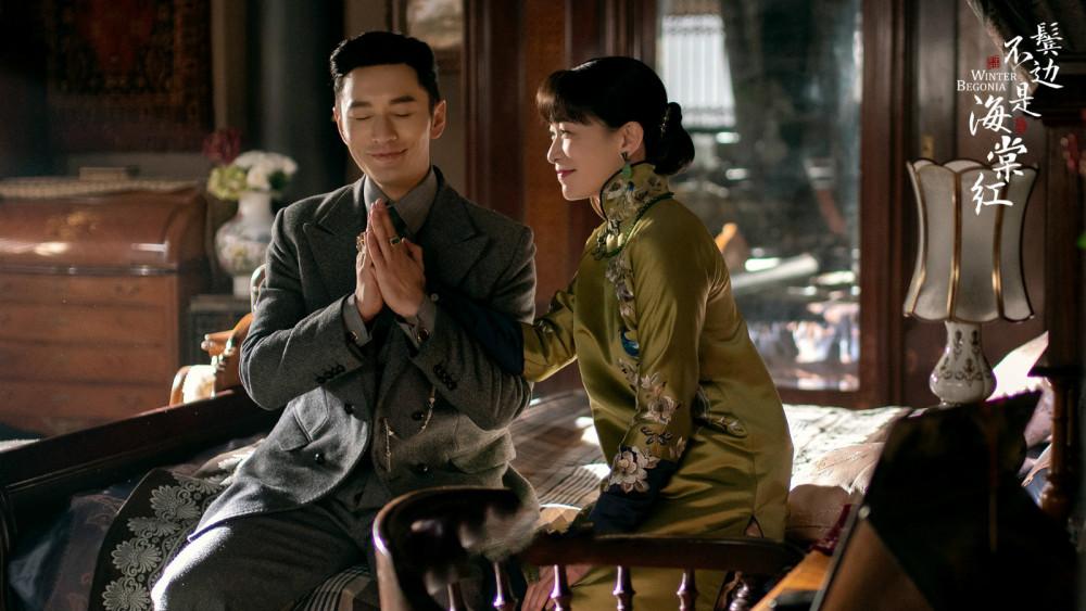 Huỳnh Hiểu Minh và Xa Thi Mạn trong phim Bên tóc mai không phải hải đường hồng