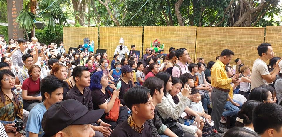 Rất nhiều gương mặt trẻ đầy hào hứng với nghệ thuật hát bội ở hàng ghế khán giả