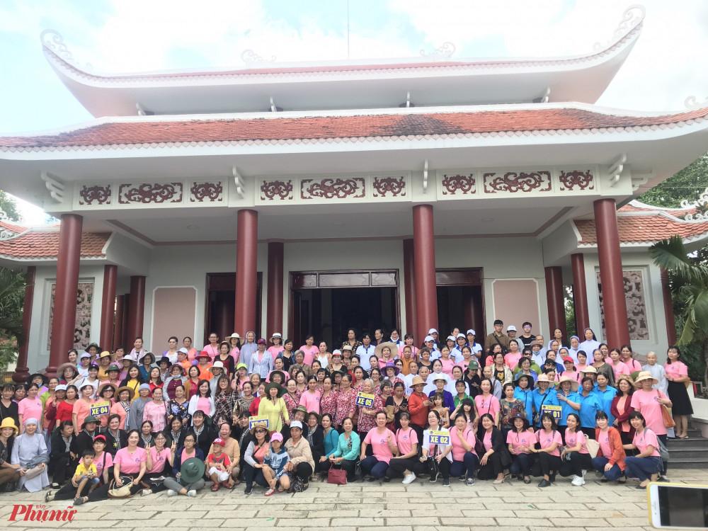 Đoàn cán bộ hội viên phụ nữ đến thăm các địa chỉ đỏ tại tỉnh Bến Tre.