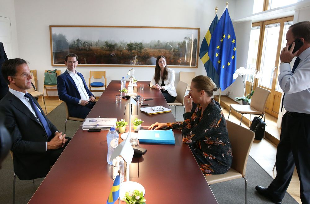 Thủ tướng Áo Sebastian Kurz (thứ hai trái) cùng các nhà thương thuyết trong một cuộc gặp song phương tại Brussels ngày 19/7 - Ảnh: AFP/Getty Images