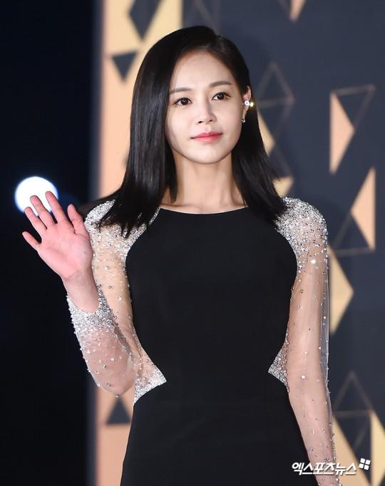 Lee Young Ah mang thai con đầu lòng ở tuổi 36.