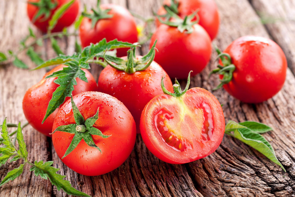 Glutamate tồn tại phổ biến ở nhiều loại thực phẩm trong tự nhiên, cà chua chứa đến 250mg/100g