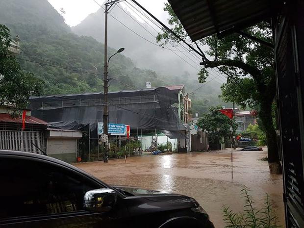 Khu vực phường Minh Khai cũng có nhiều điểm ngập sâu.