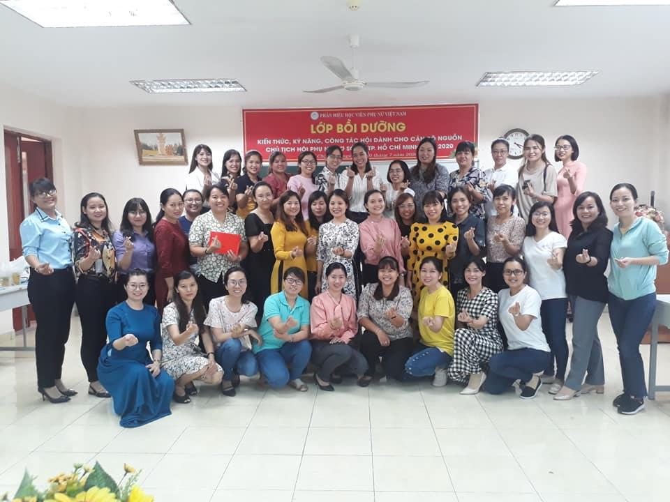 Các học viên và ban tổ chức lớp trong lễ bế giảng ngày 20/7/2020