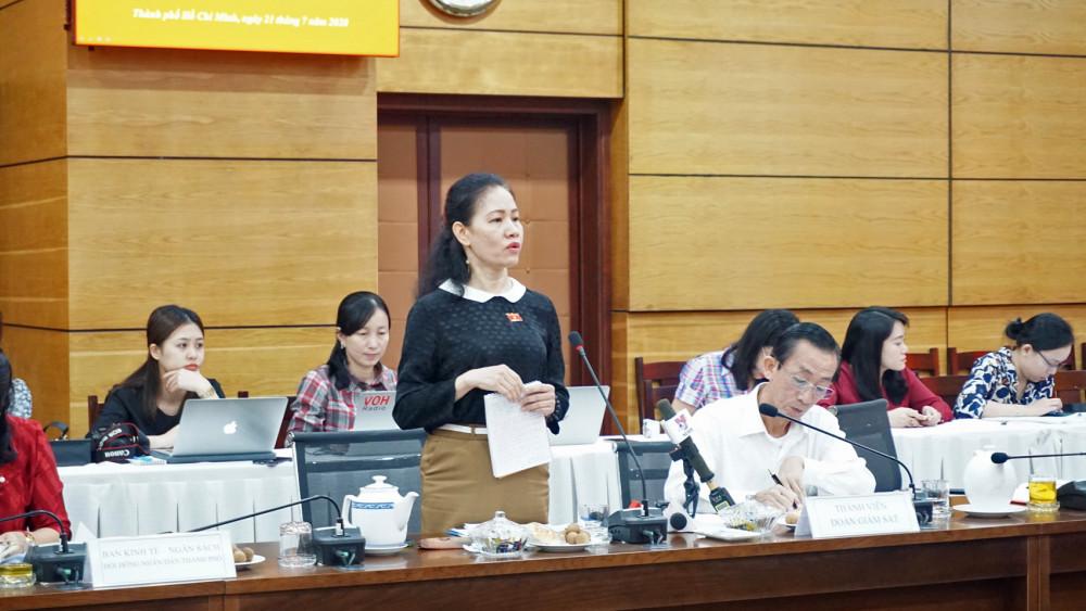 Đại biểu Phan Thị  Bình Thuận: Con tôi  học hai buổi/ngày  vẫn phải đi học thêm Ảnh: Lê Nhật