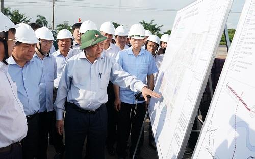 Thủ tướng kiếm tra tiến độ dự án - Ảnh: Quang Hiếu/VGP