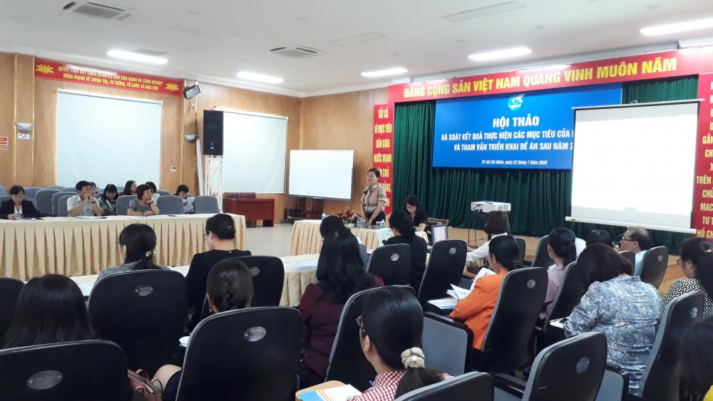 Bà Trần Thị Hương - Phó Chủ tịch Hội LHPN Việt Nam chủ trì hội thảo