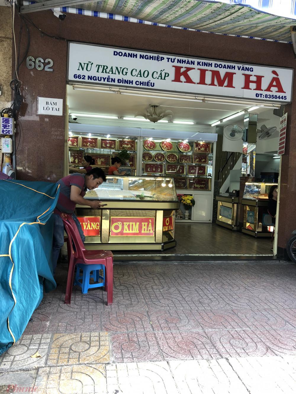 Các tiệm tại khu vực chợ Bàn Cờ (quận 3, TPHCM) cũng trong cảnh vắng khách tương tự