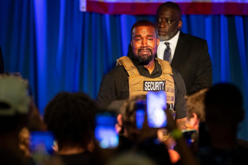 Rapper Kanye West khóc trong buổi vận động tranh cử đầu tiên.