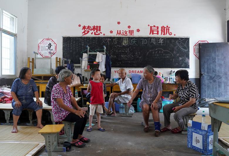 Một trường học ở tỉnh Giang Tây được dùng làm nơi sơ tán người dân bị ảnh hưởng bởi lũ lụt.
