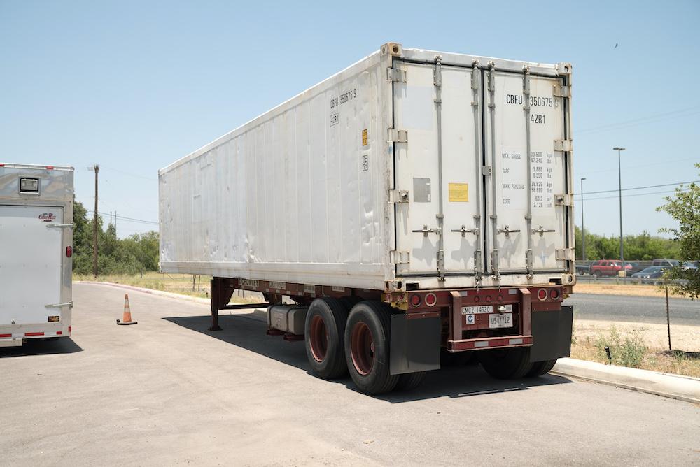 Lập kỷ lục ca nhiễm, bang Texas phải lưu trữ thi thể trong xe tải