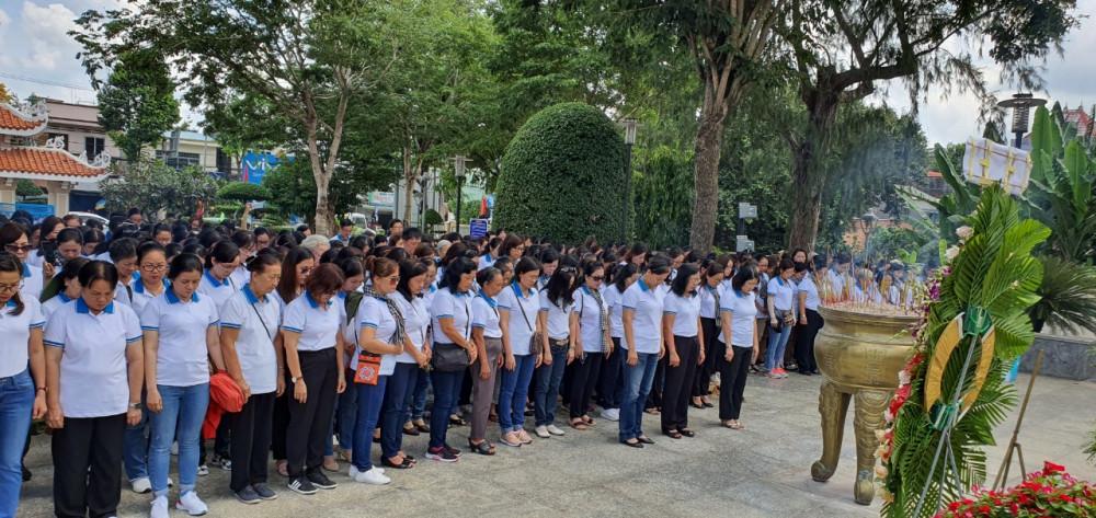 Đoàn Hội LHPN TPHCM đến dâng hương Anh hùng Võ Thị Sáu tại tỉnh Bà Rịa - Vũng Tàu