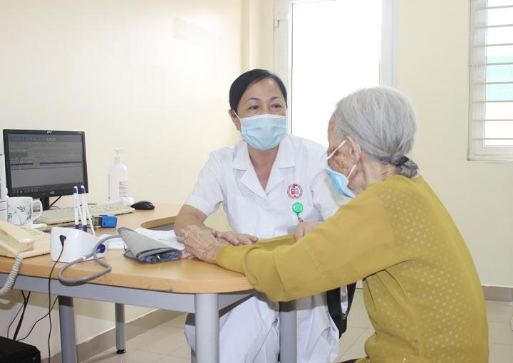 Bệnh nhân 87 tuổi không thể ăn uống, gia đình nghi u thực quản nên đưa đi viện khám