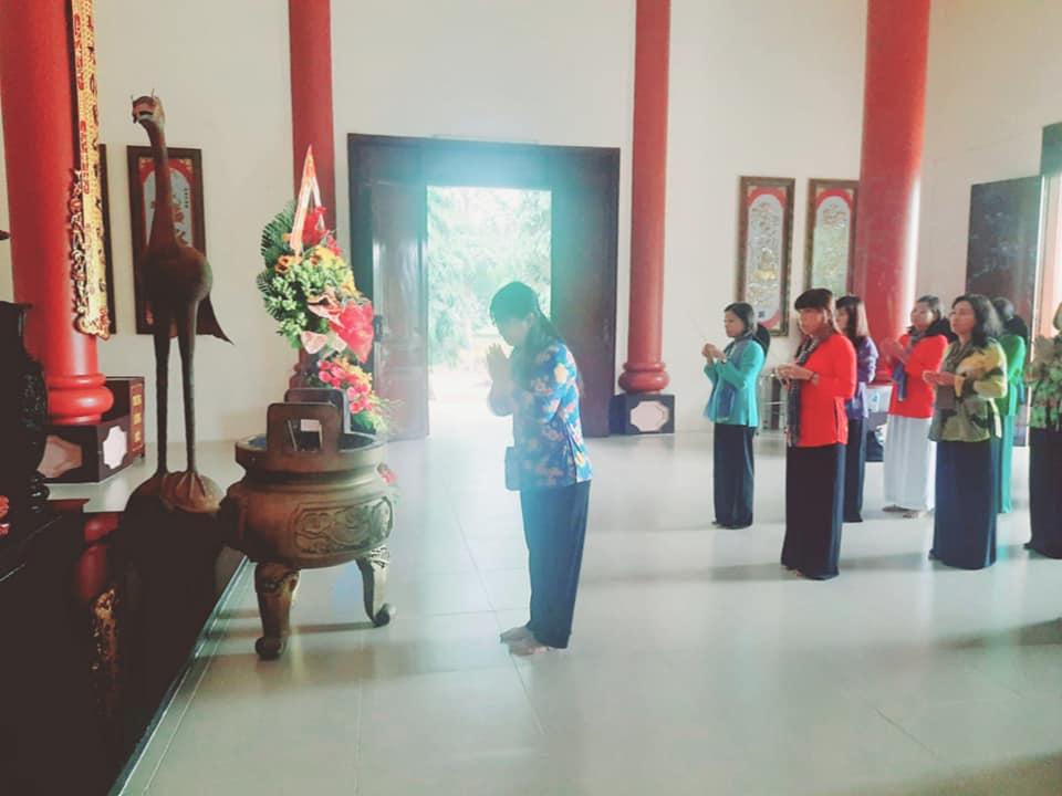 Đoàn dâng hương tưởng nhớ Nữ tướng Anh hùng Nguyễn Thị Định