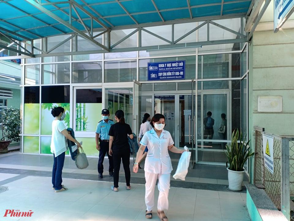 Bệnh nhân T.V.D. đang được điều trị tại khoa Y học nhiệt đới, Bệnh viện Đà Nẵng.