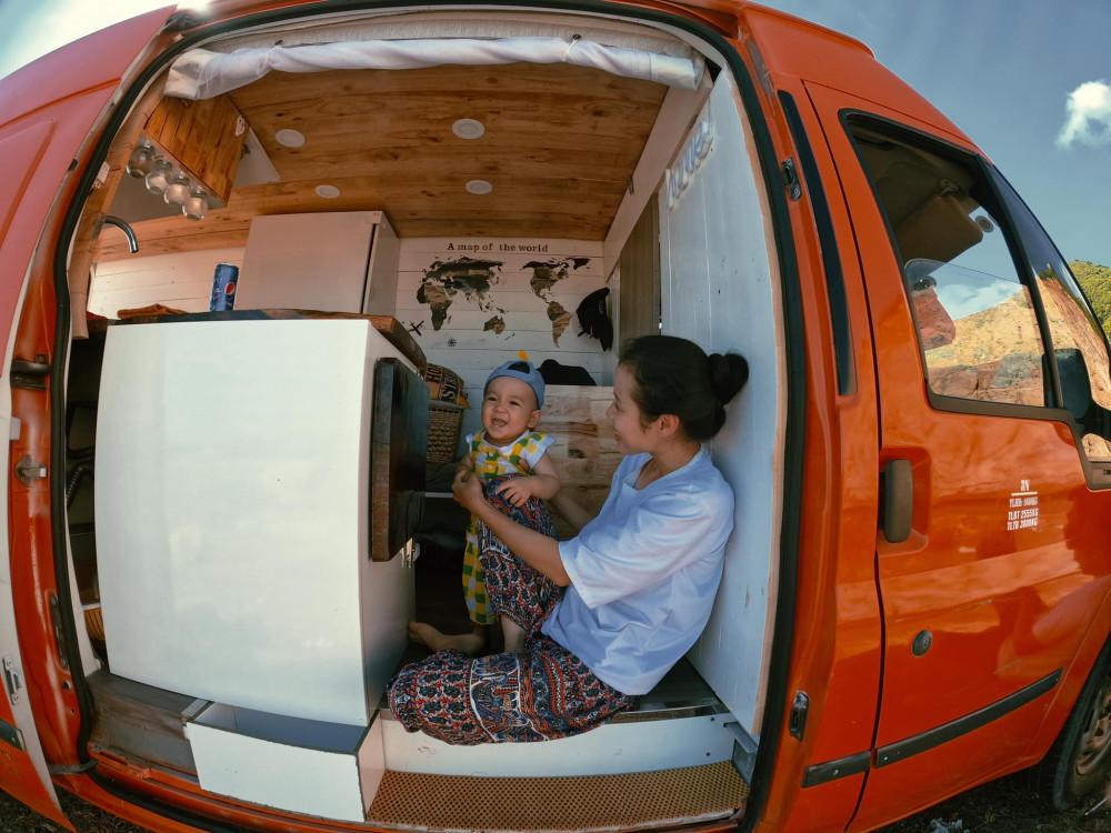 Con trai chị Hà My theo ba mẹ đi du lịch phượt từ lúc 9 tháng tuổi. Ảnh do nhân vật cung cấp