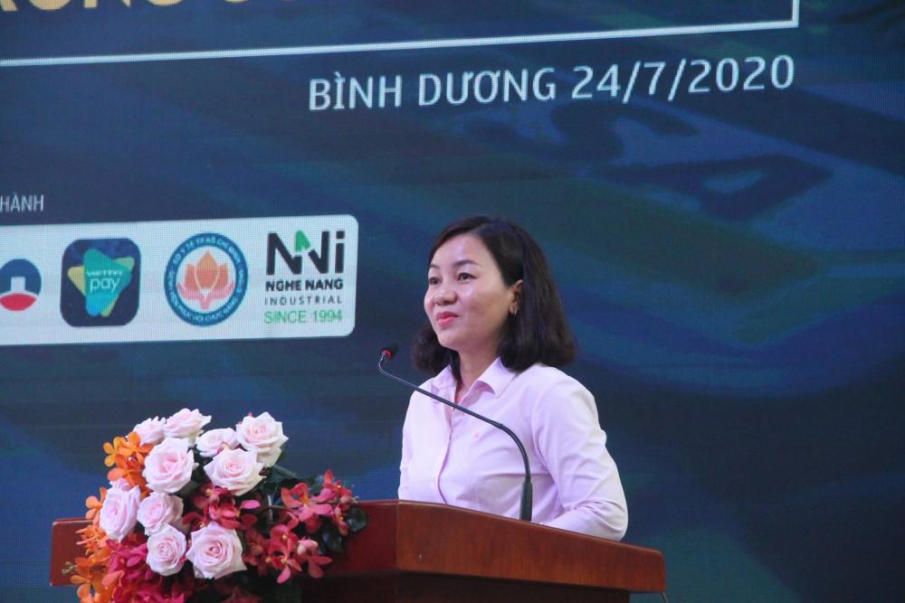 Bà Trương Thị Bích Hạnh phát biểu trong buổi toạ đàm