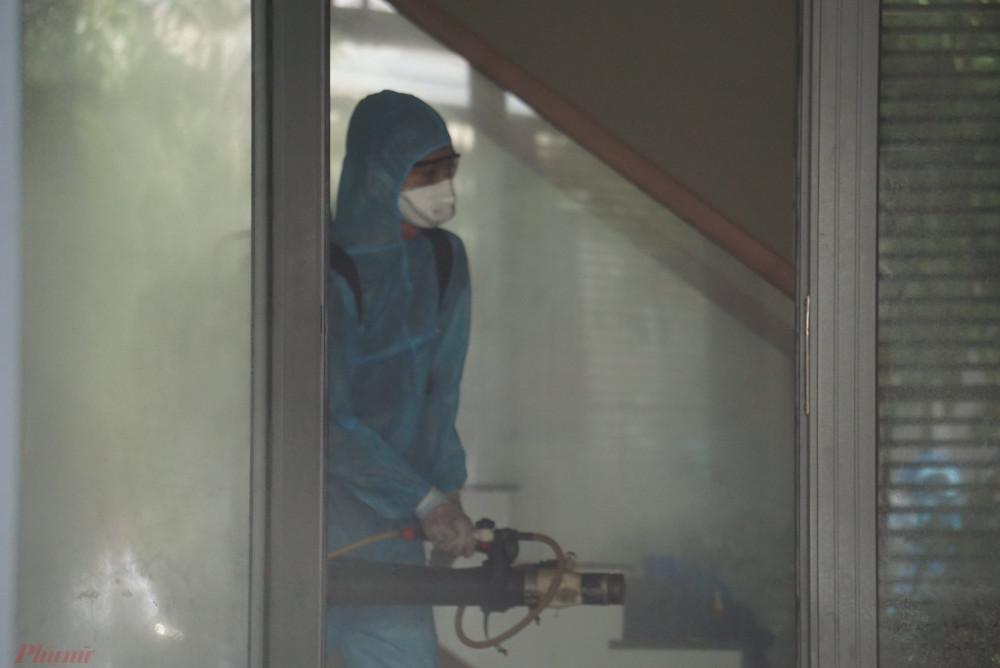 Ngoài kích hoạt các biện pháp phòng chống dịch, Đà Nẵng chỉ đạo CDC và công an tiếp tục lấy mẫu xét nghiệm những người nhập cảnh trai phép và tổng rà soát truy tìm những người nhập cảnh trái phép vào thành phố