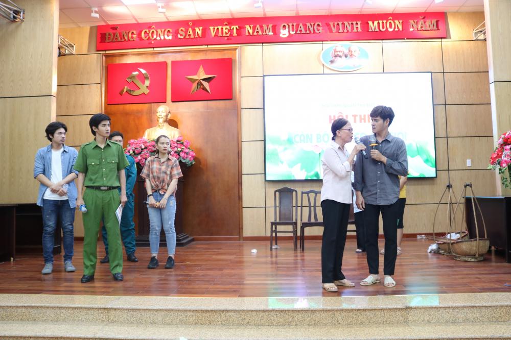 Đội thi Hội LHPN phường Linh Trung thể hiện tiểu phẩm Hối hận.