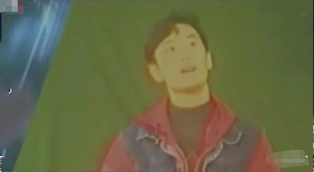 Trong buổi tuyển lựa diễn viên của Học viện Điện ảnh Bắc Kinh 1996, Huỳnh Hiểu Minh diện trang phục theo phong cách retro. Anh gây ấn tượng với gương mặt thanh tú và mái tóc chải xéo bồng bềnh. Năm 2001, Huỳnh Hiểu Minh vụt sáng với vai diễn Hán Vũ Đế trong phim Vũ hán thiên tử. Bộ phim đạt tỷ suất chiếu rất cao tại Đài Loan, Hồng Kông, Ma Cao và Trung Quốc đại lục.