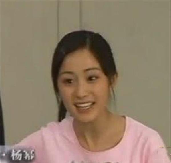 Dương Mịch tốt nghiệp Học viện Điện ảnh Bắc Kinh năm 2005. Trước khi thi tuyển, Dương Mịch đã quen với cuộc sống phim trường khi tham gia nhiều phim với vai trò diễn viên nhí. Dương Mịch bị nhận xét trông khá luộm thuộm. Nhưng gương mặt thanh tú của nữ diễn viên cũng ghi điểm với mọi người.