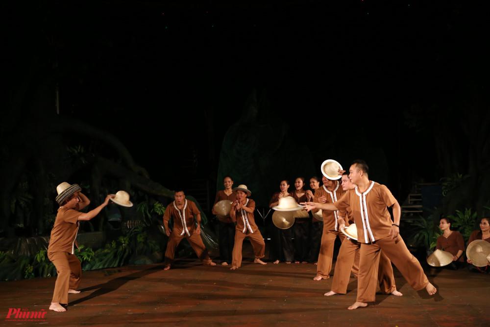 Các tiết mục xiếc, ảo thuật kết hợp với múa rối nước tạo nên sự đặc sắc cho Mekong show.