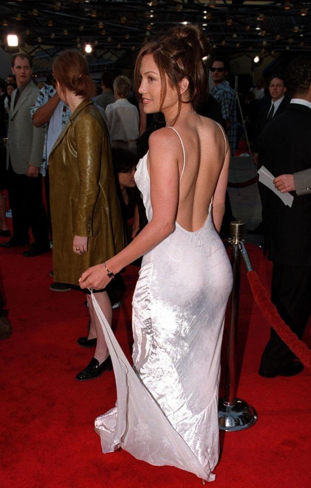 Jennifer Lopez với bờ mông to quyến rũ trở thành chuẩn mực cho những năm 2000