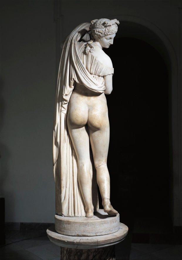 Bờ mông căng tròn thường được thể hiện trong những tác phẩm điêu khắc