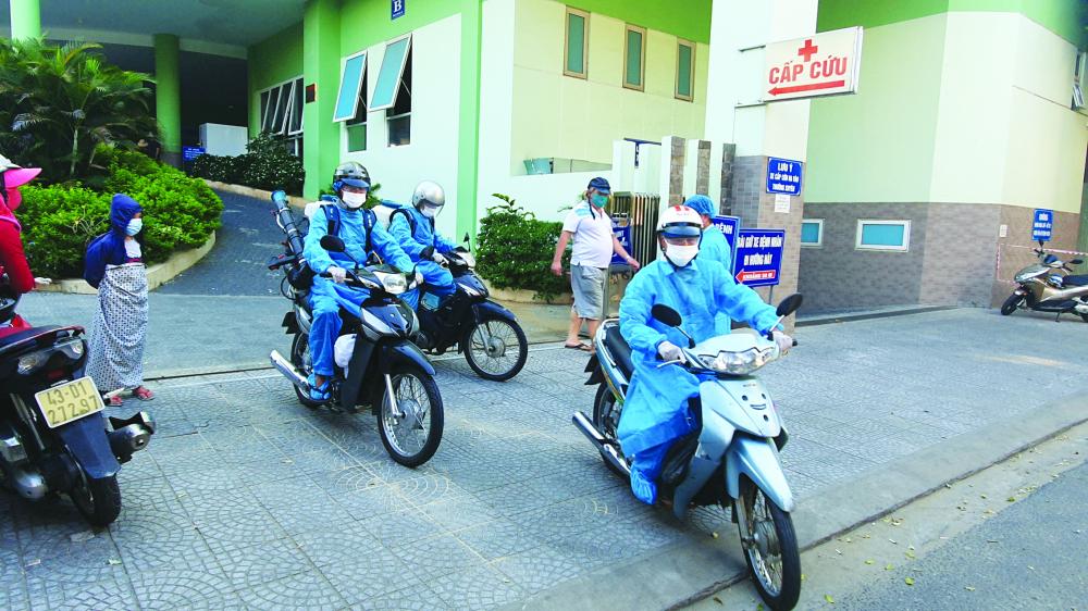 Bệnh viện Quận Hải Châu ra quân chống dịch và siết kiểm soát người ra vào - Ả NH: LÊ ĐÌ NH DŨ NG