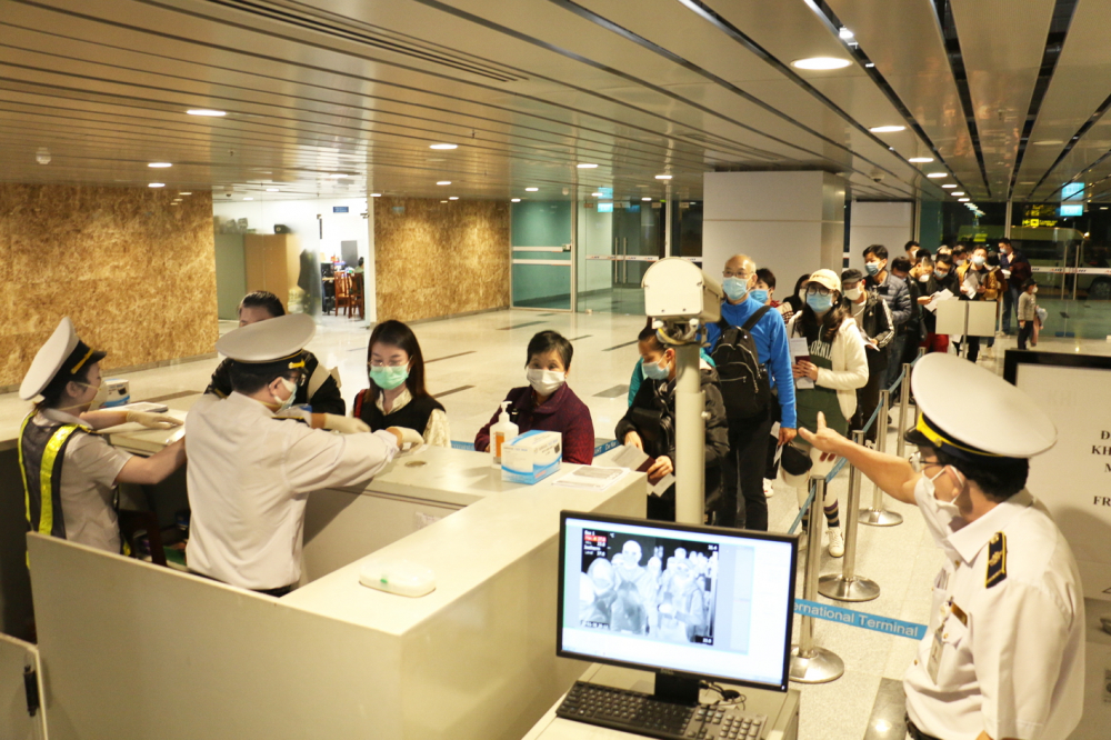 Đà Nẵng bắt đầu siết kiểm dịch ở bệnh viện, sân bay, khẩn trương xét nghiệm mẫu ở trung tâm cdc và đưa người đi cách ly