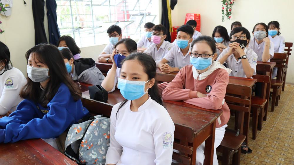 Nhiều hoạt động giáo dục tập trung phải tạm dừng vì có ca nhiễm Covid-19 mới (ảnh minh hoạ)