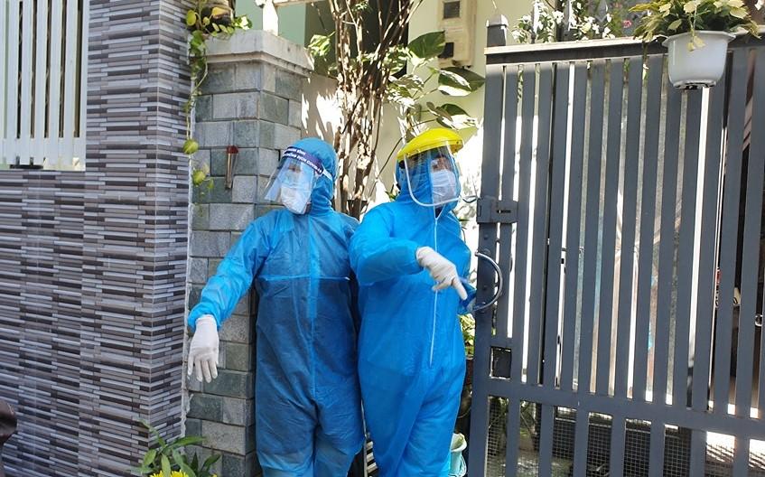 Lấy mẫu nơi nhà bệnh nhân ở Đà Nẵng