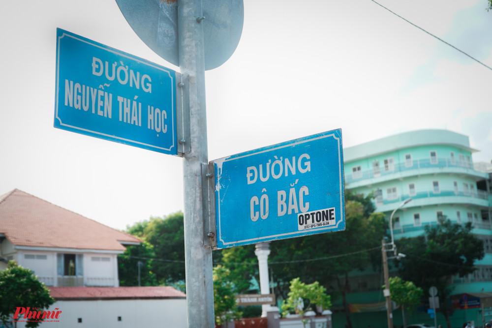 Người xưa chia ly bởi thời cuộc, nay họ được gần nhau qua những tên đường