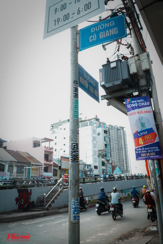Đường Nguyễn Thái Học giao với đường Cô Giang, dưới chân cầu Ông Lãnh. Ảnh: Tam Nguyên